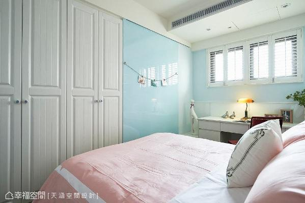 女儿房以粉嫩色彩为主色,柔和感与比例拿捏相当合宜。