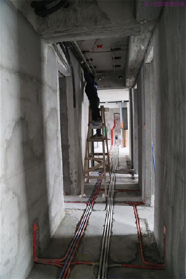1、水电管线   水电没做好,装修基本就已经失败。选材不注意,容易漏水漏电,且不说返工费高的惊人,存在的安全隐患更是一颗定时炸弹。