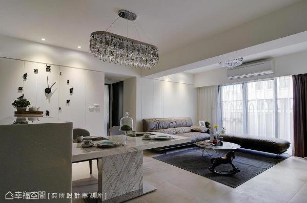 家俬与软件结合简洁鲜明的线条感,完美演绎现代风格表情。