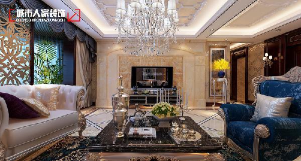 古典欧式风格,以华丽的装饰、浓烈的色彩、精美的造型达到雍容华贵的装饰效果。欧式客厅顶部喜用大型灯池,并用华丽的枝形吊灯营造气氛。