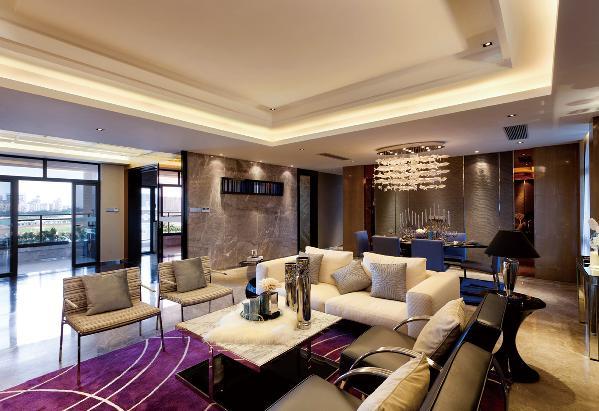 在酒店装修中,现代风格是比较流行的一种风格,追求时尚与潮流。现代风格力求创造出适应工业时代精神,独具新意的简化装饰,设计简朴、通俗、清新,更接近人们生活。