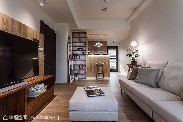 场域内采立面简洁的形式呈现,将客厅、吧台到厨房相互串联,加大了公共空间的使用尺度,也交织彼此间的情感。