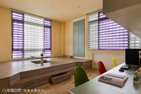 架高木地板结合升降桌打造和室空间,不仅满足了收纳机能,也可作书房及客房使用。