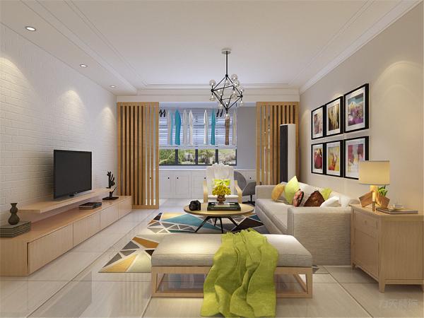 客厅、主卧、次卫,逆时针方向是:小卧室、厨房、餐厅、次卧、主卫。整体以浅色木纹和白色烤漆家具,暖色调为主,整体设计给人温馨舒适的感受。