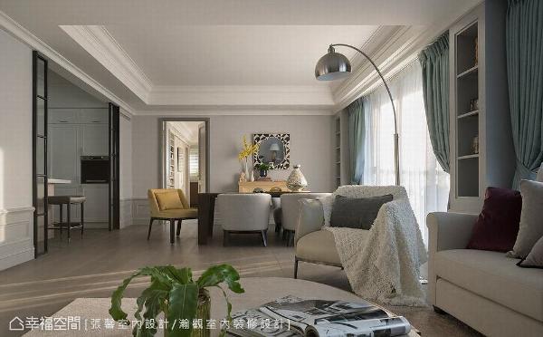 由两户合并的宽敞尺度,特别取消制式的电视主墙设计,透过家具摆设定义场域机能,创造家人、宾客间能够紧密互动的交流场所。