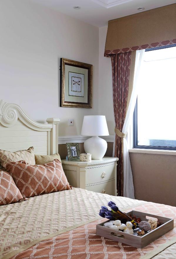 卧室的装修设计简单、大气。