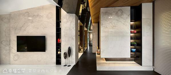 利用长廊串联全室机能动线,上方特别铺贴镜面材质,营造出艺廊般的情境氛围,引领宾客移动脚步来场空间艺术巡礼。