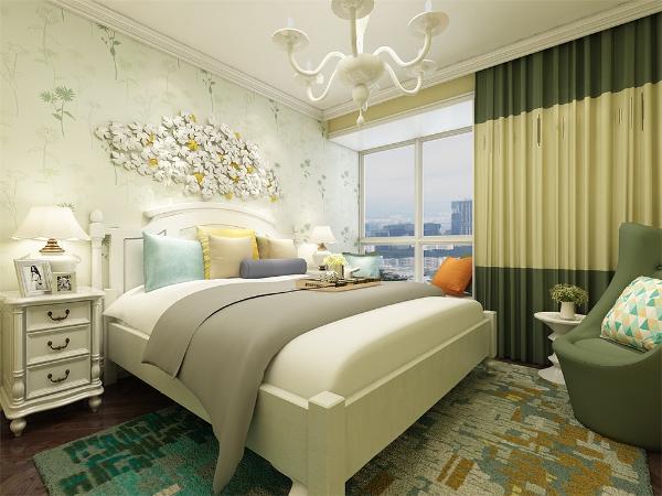主卧室是最具有隐私性的空间,主卧色调与客餐厅统一,床头的田园装饰品,凸显风格。次卧做成儿童房,儿童房色彩鲜艳,壁纸采用卡通图案,给人一种童趣。