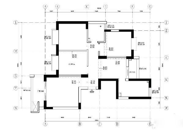 原户型的客厅和餐厅是两个独立空间,中间只有一条小通道,整个空间感差,采光通风也不好