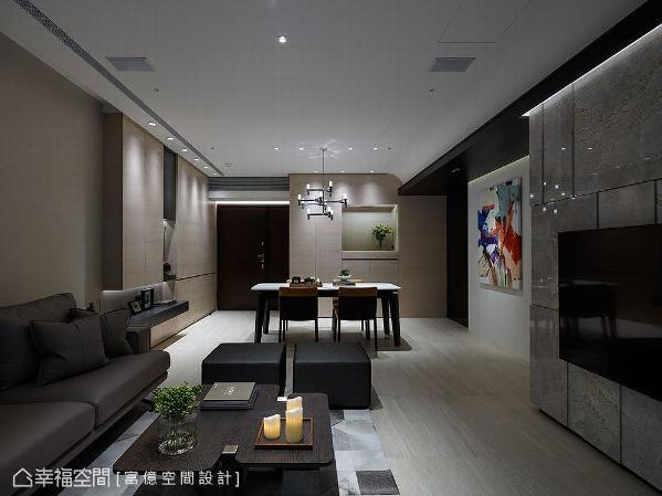 进入厨房前的走道上设置柜体,结合机能合并的设计手法,形成一处内凹平台未来规划为神龛,同时让突兀的柱体隐藏其中。