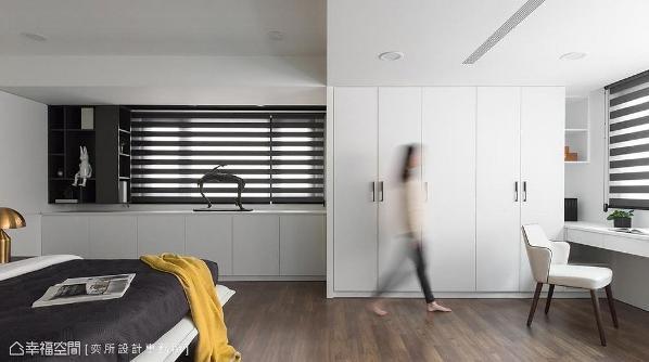 打通衣物间使睡眠空间更加开阔,延长场域景深。