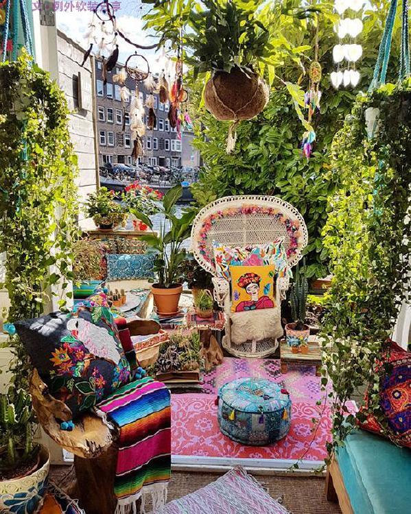 阳台是家里向室外空间的一个延伸,这里可以是一个充满梦想的地方,更是你赏花、养花、看书的自由区域。这里有元气满满的早晨,惬意悠闲的午后,畅聊人生的夜晚;