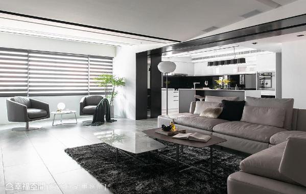 本案拥有采光极佳的优势,大面开窗使自然光得以透进客、餐厅场域。