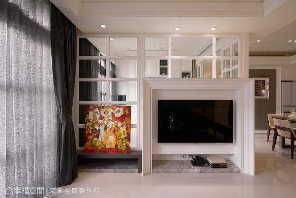 有别于一般将电视墙置中的做法,采禾空间制作特别将其靠右设置,与转角视觉轴线切齐,避免分割线条破坏视线延展性。