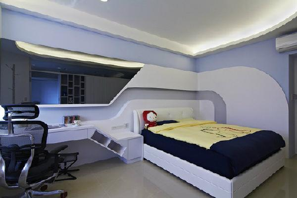 儿子房-预计作为未来新婚使用的私领域,床体靠侧规划释放两夫妻共享尺度及婴儿床放置空间。
