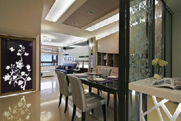 厨房望向餐厅-神桌的背向以图腾灯箱修饰,做出端景视觉。