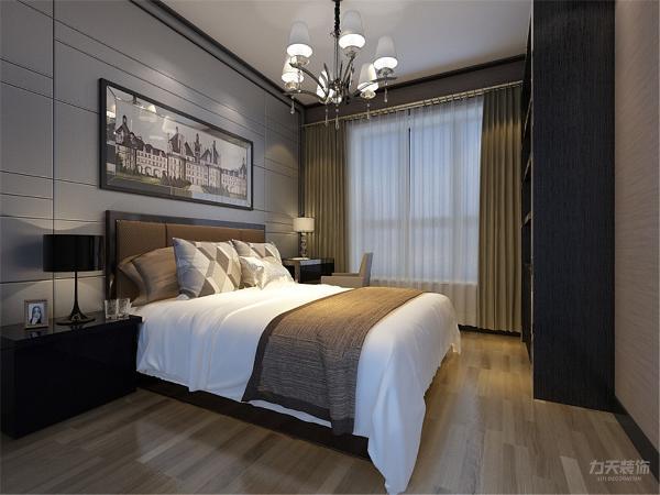 主卧室面积较大,灯光以暖色为主,集睡觉,梳妆于一体,可方便。地板材质为实木地板。