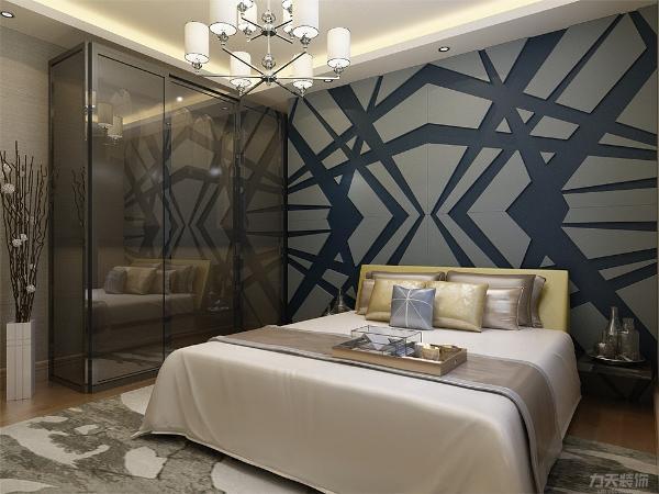 主卧采用强化复合地板,壁纸采用浅卡其色,使整体休息环境更为舒适;次卧采光充足,视野开阔,采用强化复合地板,顶面为石膏板吊顶