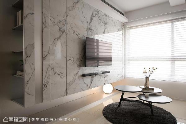 主墙采银狐大理石薄片与不锈钢板拼贴,并贴心于后方设计L型置物空间,打造视觉层次也满足了储物机能。