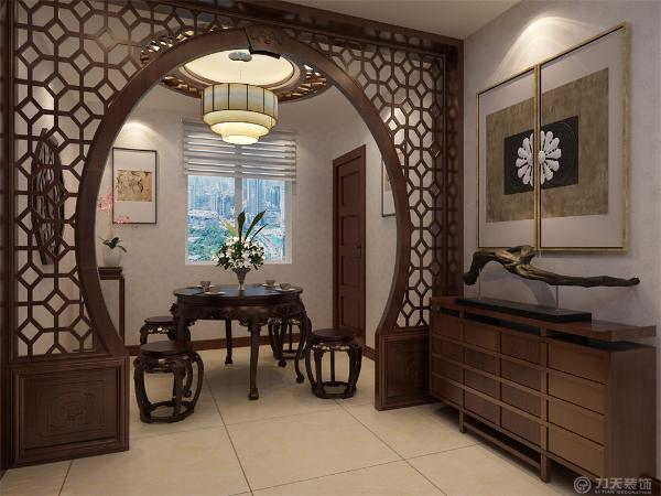 餐厅使用圆形吊顶加上发光灯池,在灯池内侧做了简单的木质造型,背景墙使用中式典型的木质造型做装饰