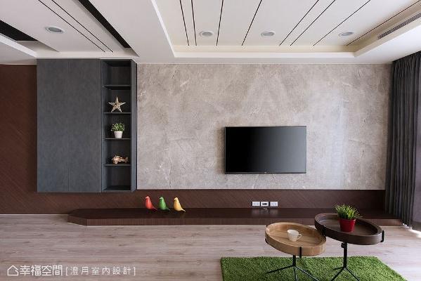 以大理石打造的电视墙拥有云彩纹理,悬空收纳柜则使用黑色板材修饰,墙面底部斜贴深色胡桃木皮,增加视觉立体层次感。