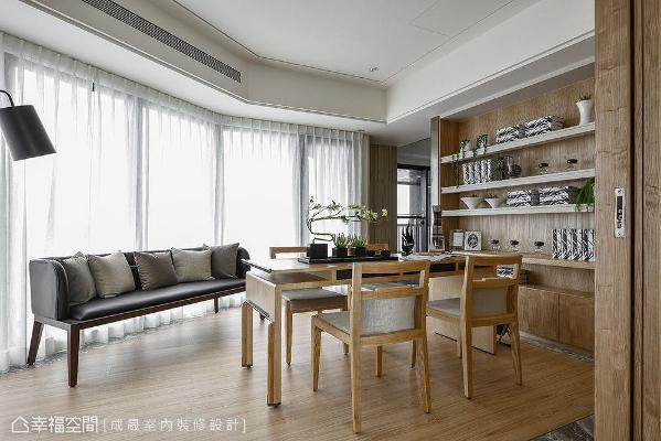 李兆亨设计师利用电视墙一体两面多用途的技巧,让书房成为一处与天光共徜徉的妙境。