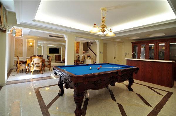 为了迎合男主人的桌球爱好,特地设置了一个休闲区。