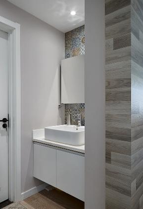 卫生间图片来自家装大管家在简洁清爽 109平北欧时尚舒适3居的分享