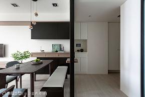 二居 现代 玄关图片来自幸福空间在83平明净纯粹 宅在家最舒服的分享