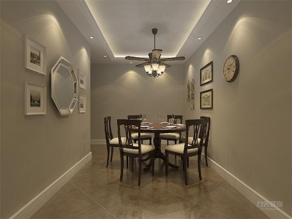 餐厅有自己独立的空间,并且周围有照片墙的设置,提高餐厅的温馨感