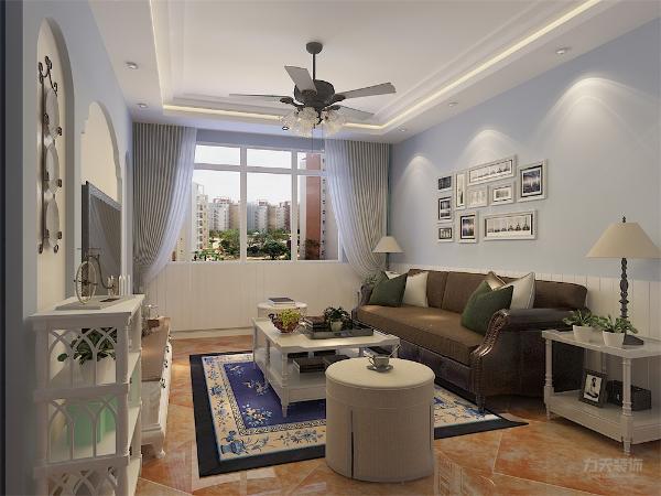 客厅一切从功能出发,讲究造型比例适度、空间结构图明确美观,强调外观的明快、独特。 体现当今社会对于地中海风格的升华、简约和实用,又富有朝气的生活气息。
