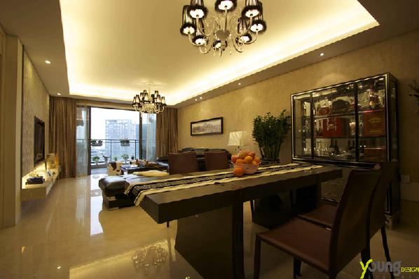 【深圳漾空间设计有限公司】漾设计Young Design——餐厅。餐厅与客厅互相贯通,深黑色的木桌泛散精致的古典气息,与设计主题相得益彰。