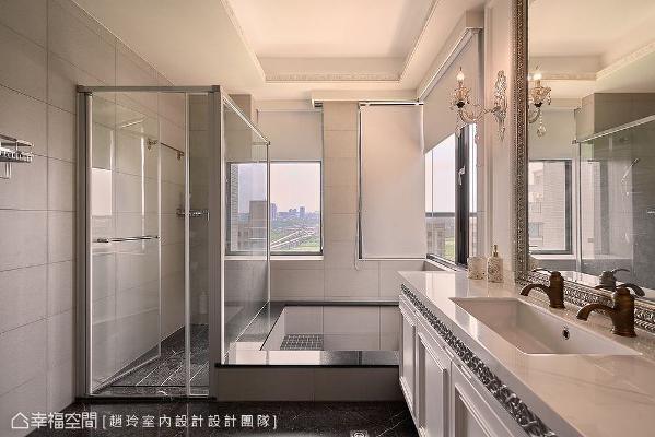 保留原有的洗手台台面,施作新的柜体,在五金等对象的烘托下,完成古典情调。