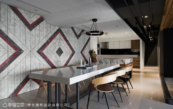怀生设计于壁面刷以特殊漆面与图腾造型,并利用面板替收纳空间完美藏身。