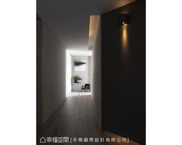 将公共空间的量体感语汇延伸至廊道,低天花区使用线形光源切割量体,也可明亮过道风景。