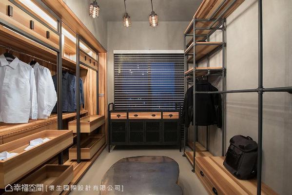 运用铁件及大甘木交织表现工业风意象,简约陈设使更衣空间显得更加利落质感。