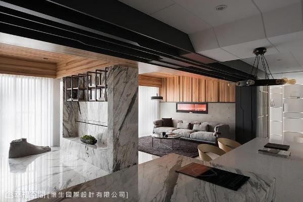 客厅、书房与餐厨场域采无隔间设计,设计师翁嘉鸿以电视墙、廊道巧妙界定空间范畴,延伸视觉尺度关系。