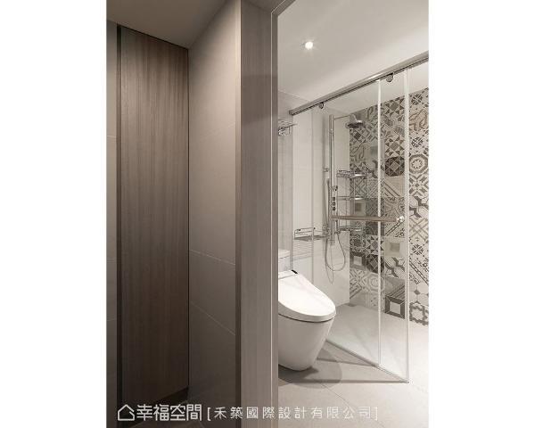 各式花纹图腾拼贴磁砖,让卫浴在明亮雅洁的氛围之外,增添丰富的视觉表情。