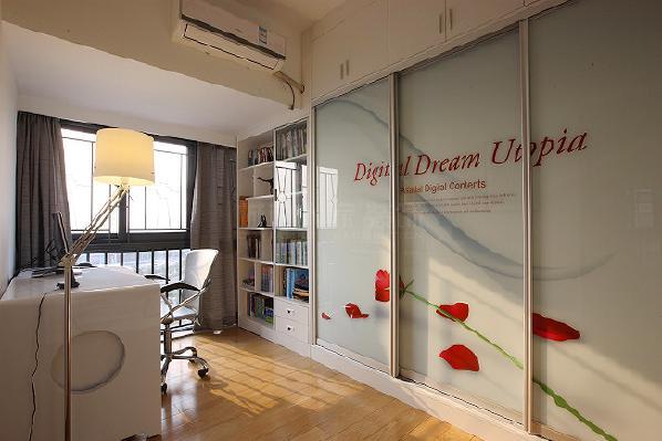 现代书房,给人的感觉是简单、大方、舒适、清爽的感觉,总体的颜色色调比较清爽,实用性比较强。