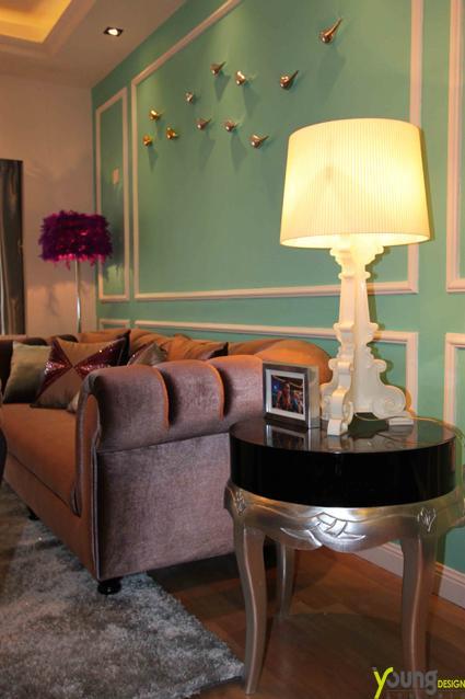 【深圳漾空间设计有限公司】漾设计Young Design——配饰品,沙发背景与餐厅照片墙的底色,采用了蒂夫尼的蓝绿色,他是幸福与浪漫的象征,更代表了这对小两口的爱情像蒂夫尼的钻石一样矢志不渝,坚不可摧。