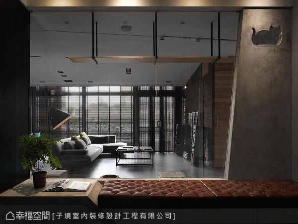 书房与猫房均采清玻作穿透设计,以便日光贯穿全室,使空间更加通透。