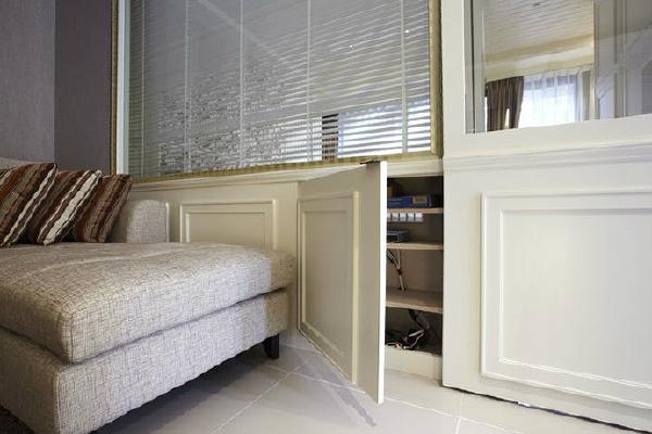 典雅的线板提高了整体设计质感,同时具有作为电器柜收纳的功能。