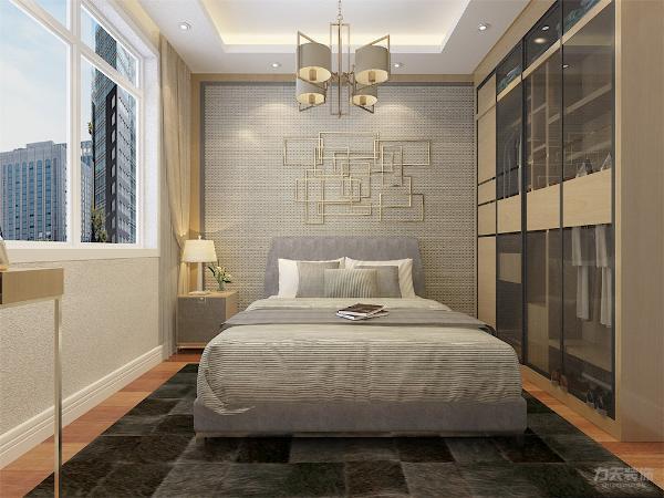 主卧位于房型的左侧的地方,属于比较经典的户型,,主卧有窗户,所以在采光,通风方面也不用担心,但是空间不是很大,在床的尺寸和衣柜的尺寸上要留心,颜色采用香槟金装饰。