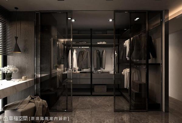 原境设计采灰玻拉门作更衣室隔间,延长场域景深。