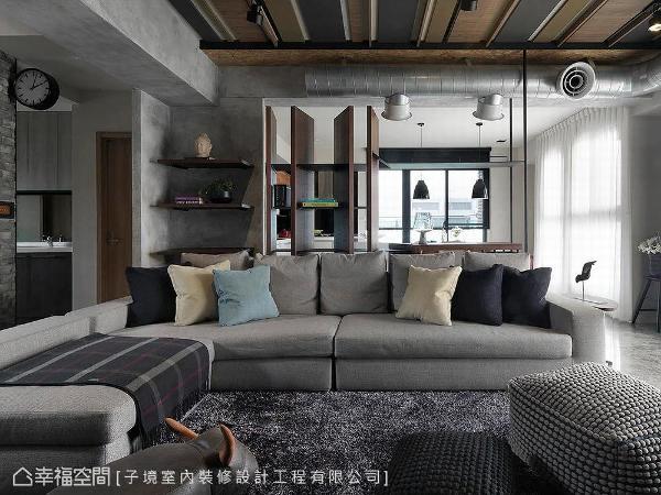 将工业用风管搬回生活空间里,供室内陈设外,也是冷气的出风口。