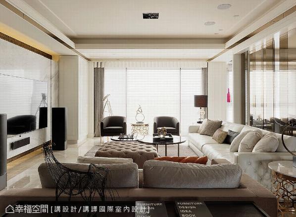 太阳光从落地窗映照入室,明亮的视野彰显空间独有的轩昂气度。