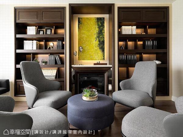 讲译设计团队在两侧书柜的中央利用电子壁炉结合艺术画作,明确定位出领域中轴。