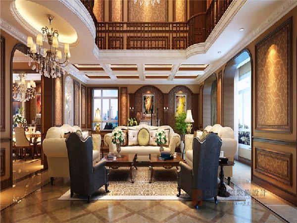 整体色调稳重大气,带有西方复古图案以及非常西化的家具,凸显了整体氛围 。