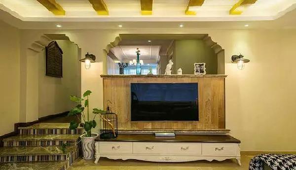 电视背景墙,和有特色的,和过道的门的造型一样,协调