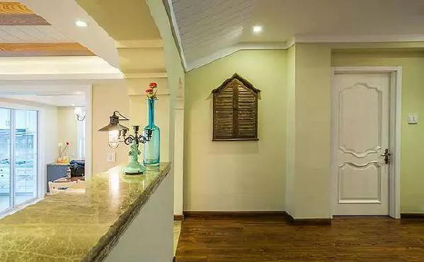 小木屋很可爱的墙面选用嫩绿色